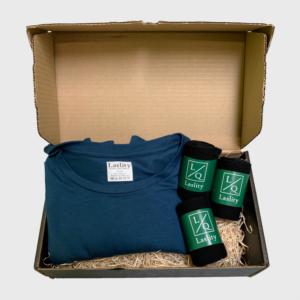 Gaveæske 1 t-shirt og 3 strømper